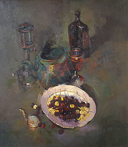 The plate of sweet cherries