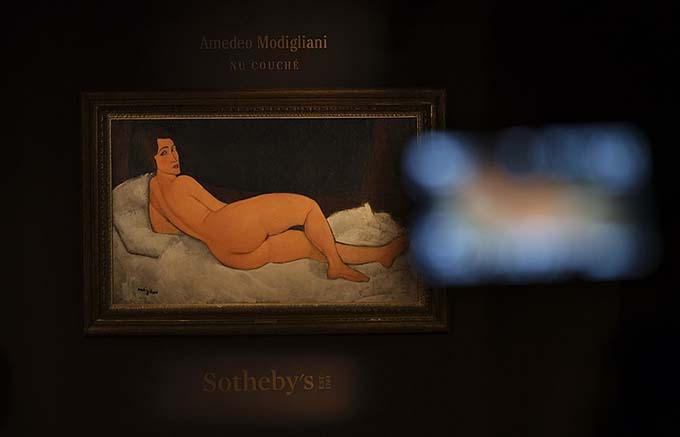 "Modigliani's painting ""Reclining Nude"" was auctioned at Sotheby's in New York for a record $ 157.2 million"