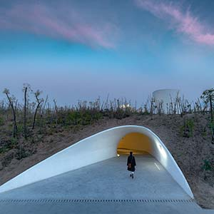 A unique art museum in the sand dune opened in the Chinese city of Qinhuangdao