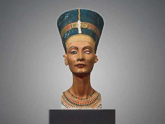 A unique museum copy of the bust of Nefertiti, made by 3D-templates, exhibited in Voloshin's Library in Moscow