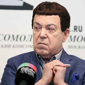 Iosif Kobzon gave the All-Russian Exhibition of Folk Crafts works from his collection